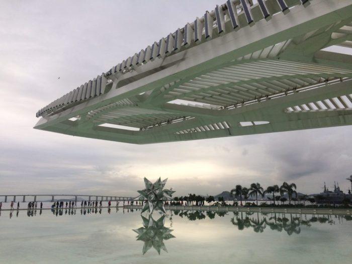 Museu do Amanhã com vista para a Ponte Rio Niterói