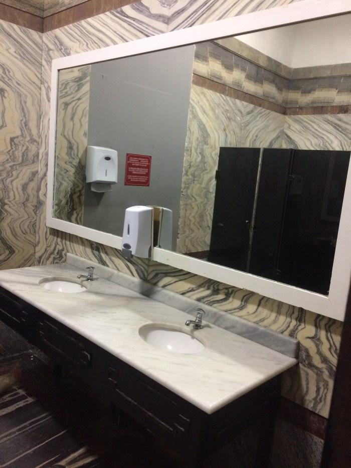 Banheiros em mármore italiano