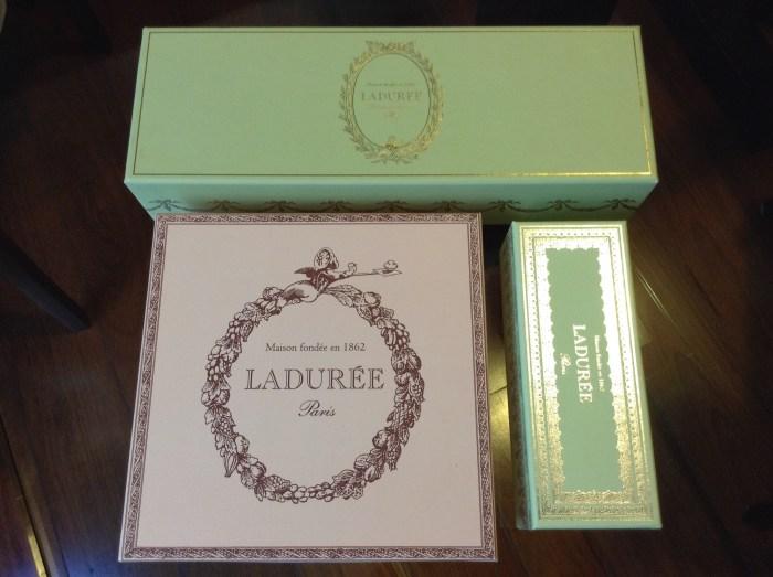 Embalagens lindas de macarons, da Ladurée de Paris