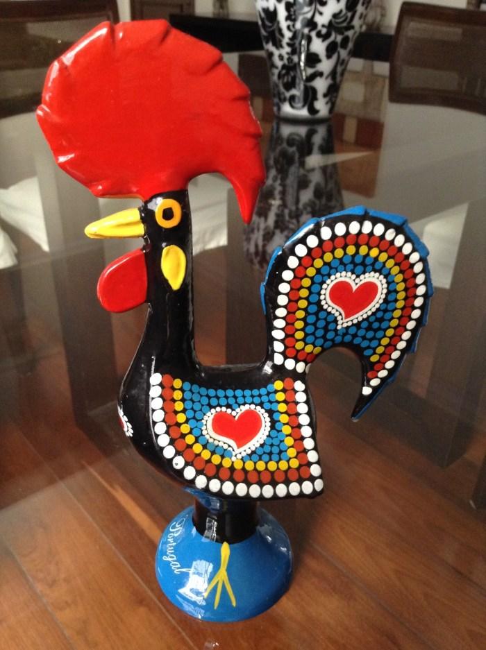 Em ferro, meu amado galinho de Lisboa, símbolo de Portugal