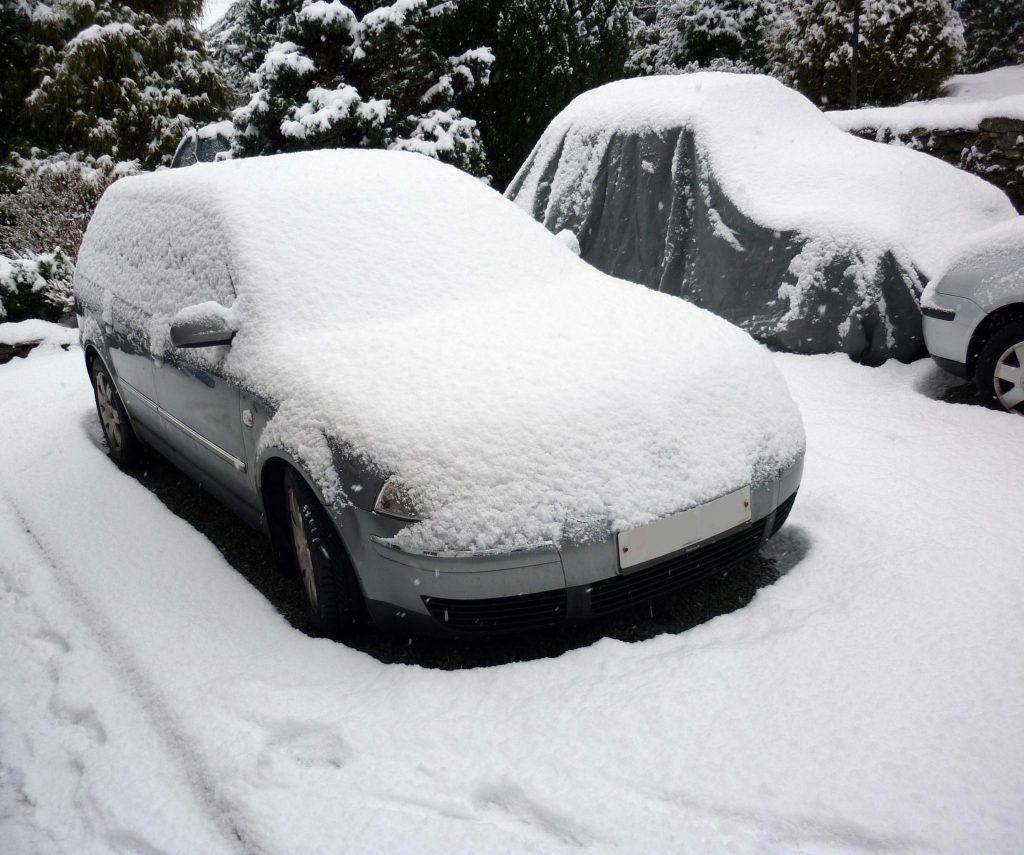 How to remove snow from car