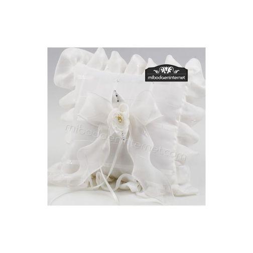 Cojín Alianzas cuadros marfil flor perlitas