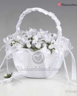 Cesta tul blanco con 36 alfileres flor blanca