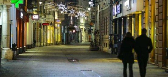 Οι δρόμοι είναι άδειοι σε πολλές χώρες λόγω της πανδημίας