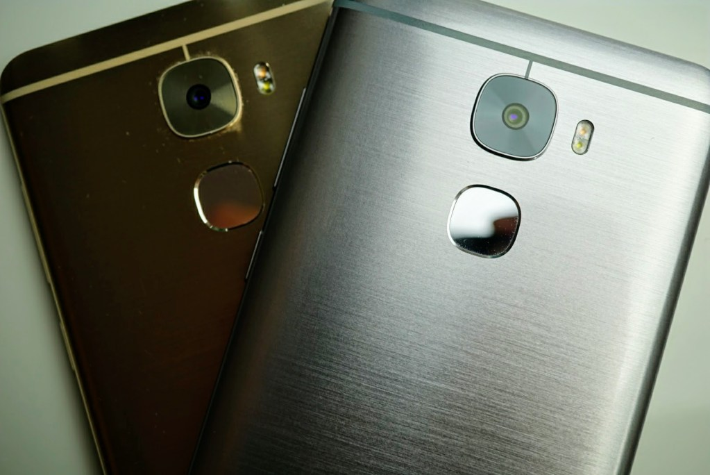 Le Pro3 in Gold and Silver.