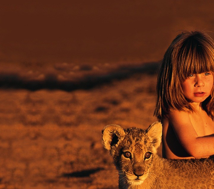 devojcica odrasla sa zivotinjama