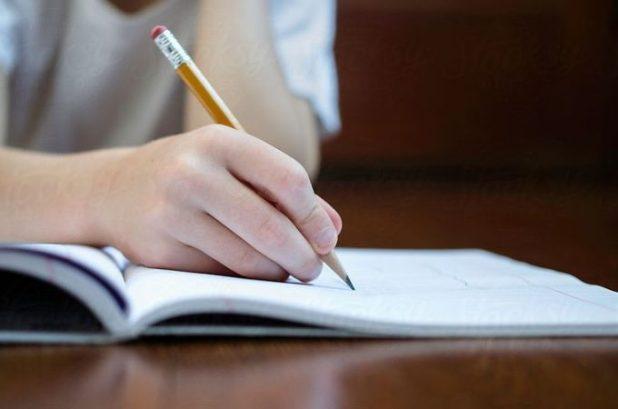 Stručnjaci upozoravaju roditelje: Deca se danas bore da pravilno drže olovku u ruci