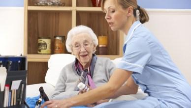 Cuidar ancianos en casa
