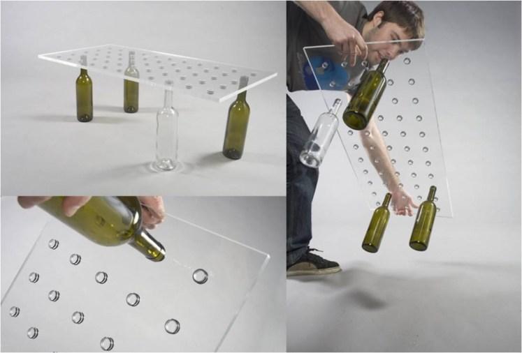 Mesa de botellas de vidrio recicladas