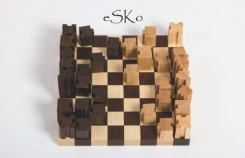 """""""eSKo"""" ist eine Neuinterpretation des traditionellen Schachspiels. Durch ein Stecksystem lässt sich eine individuelle Skulptur gestalten. Ein Schachspiel als Lebensbegleiter."""