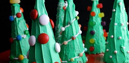 Easy Sugar Cone Christmas Trees