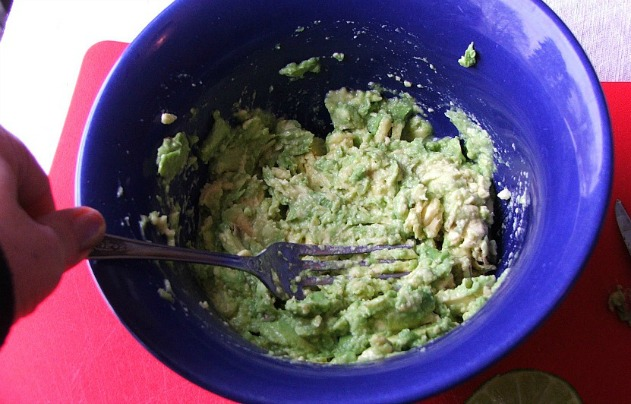 Game Day Guacamole Snack1