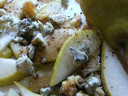 Wondeful Winter Salad of Pear, Blue Cheese and Walnuts