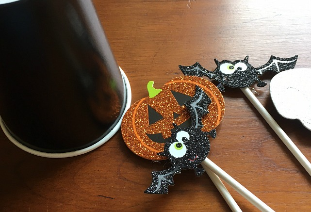halloween-candy-cake-topper-items