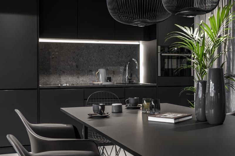 cucina moderna di colore nero
