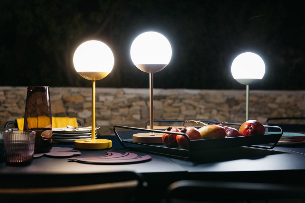 lampade senza fili per illuminare la tavola all'aperto