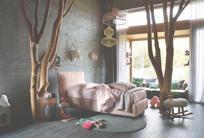 letto singolo in tessuto rosa per la cameretta