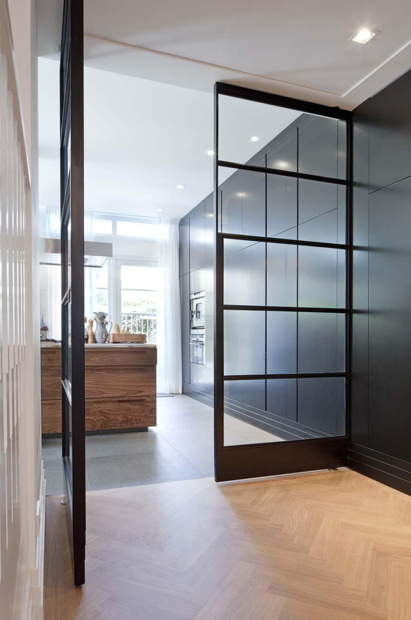 porta interna a bilico dal design moderno