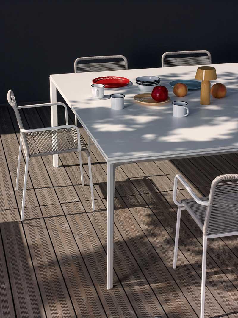 tavolo e sedie da esterno in metallo