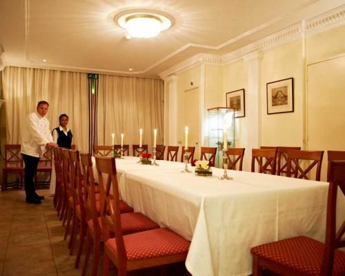Etiquette diner in de Tuinkamer, den Haag