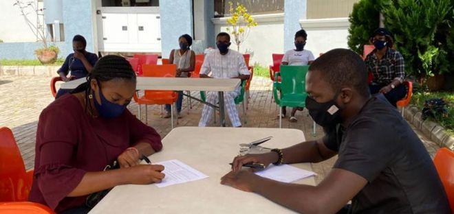 Lagos: outdoor consultation about the coronavirus pandemic.