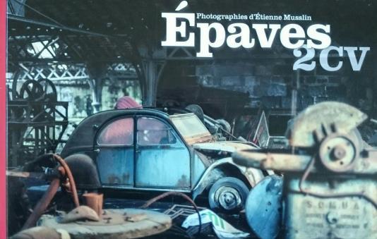 Epaves 2CVBerührende Bilder von 2CV-Leichen, aufgezeichnet von Etienne Musselin, dem Herausgeber von 2CV Planète.