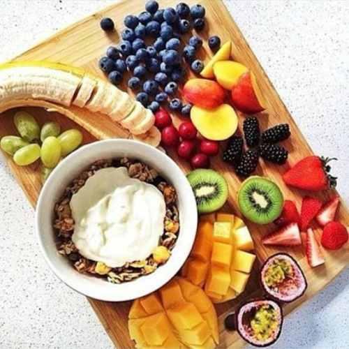 Alimentation saine avec de beaux produits frais et crus. Multipliez les couleurs !