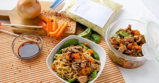 Looking for healthy freezer meals on a budget? Check out this Easy Chicken Lo Mein recipe.