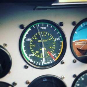 anémomètre indique la vitesse relative au vent
