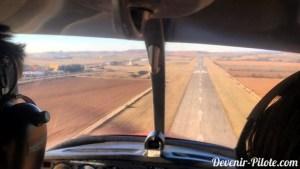 Approche courte finale piste atterrissage millau-larzac (LFCM) en avion DR400