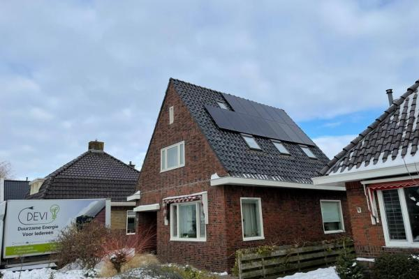 Installatie_zonnepanelen_februari_2021_B.-Dalstra-12x-320Wp-schuindak-opstelling-Growatt-4200XE
