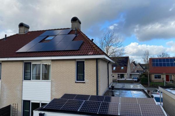 Installatie_zonnepanelen_januari_2021_Hans-Kemps-11-x-320-6-x-335-Buitenpost