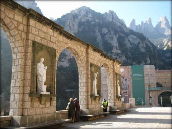 interior-monasterio-montserrat