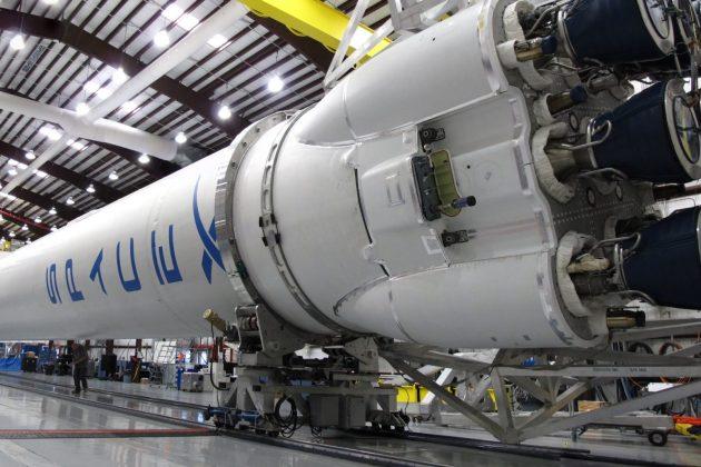 Desastre desastroso: um Falcon 9 da SpaceX explode na aterrissagem