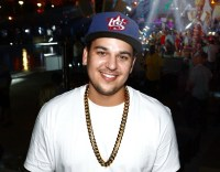 Rob Kardashian Steps Out With Weight achieve To In-N-Out Burger; enthusiasts React To fat Shaming