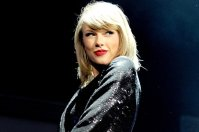 Taylor Swift gives Christmas Cheer To thirteen-12 months old Fan With most cancers
