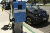 US plans electric car charging networks along highways