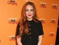 Lindsay Lohan Apologizes to Small British Town for Not Switching on Christmas Lights