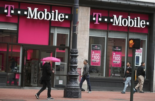 Sprint and T-Mobile could merge in late October | DeviceDaily.com