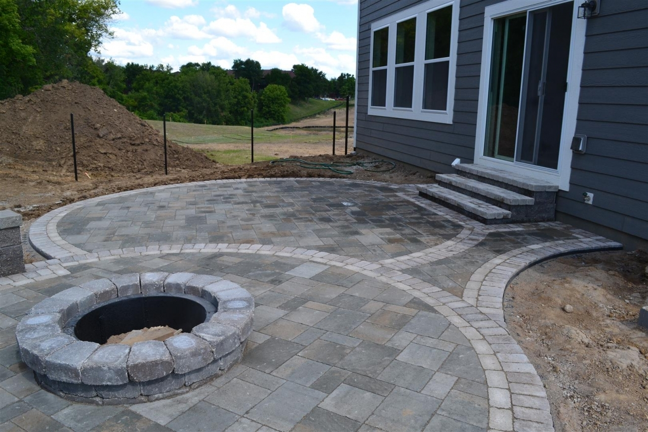 Landscaping Bloomington, MN   Devine Design Hardscapes on Paver Patio Designs With Fire Pit id=56768