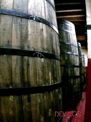 Depósitos de madera para la fermentación en Bodegas Ruberte. Fuente: Devinos con Alicia