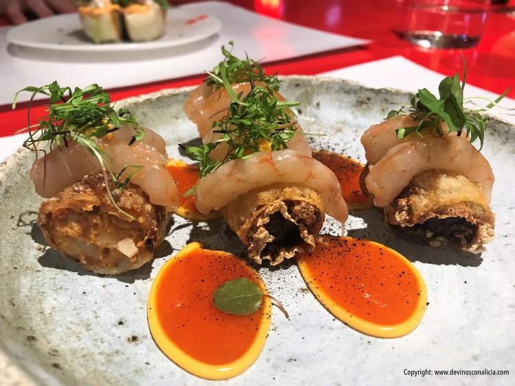 Nem vietnamita de pato y sashimi tibio de gambas blancas con agridulce de chiles y alioli cremoso 'StreetXO Madrid'. Copyright: www.devinosconalicia.com