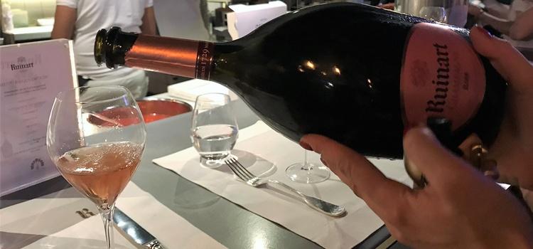Champagne Ruinart Rosé Magnum. Copyright: www.devinosconalicia.com