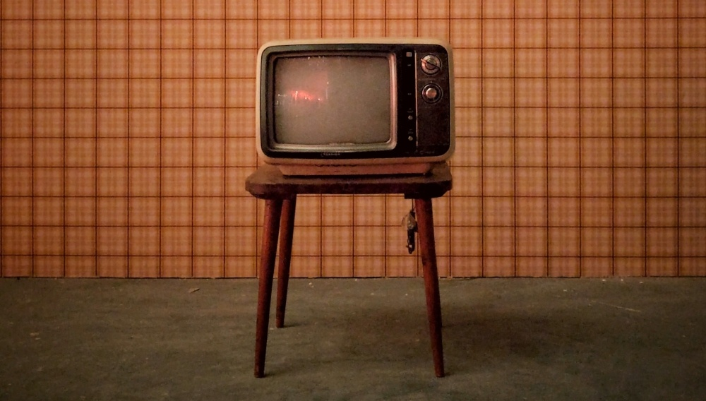 an old fashioned tv screen on a chair
