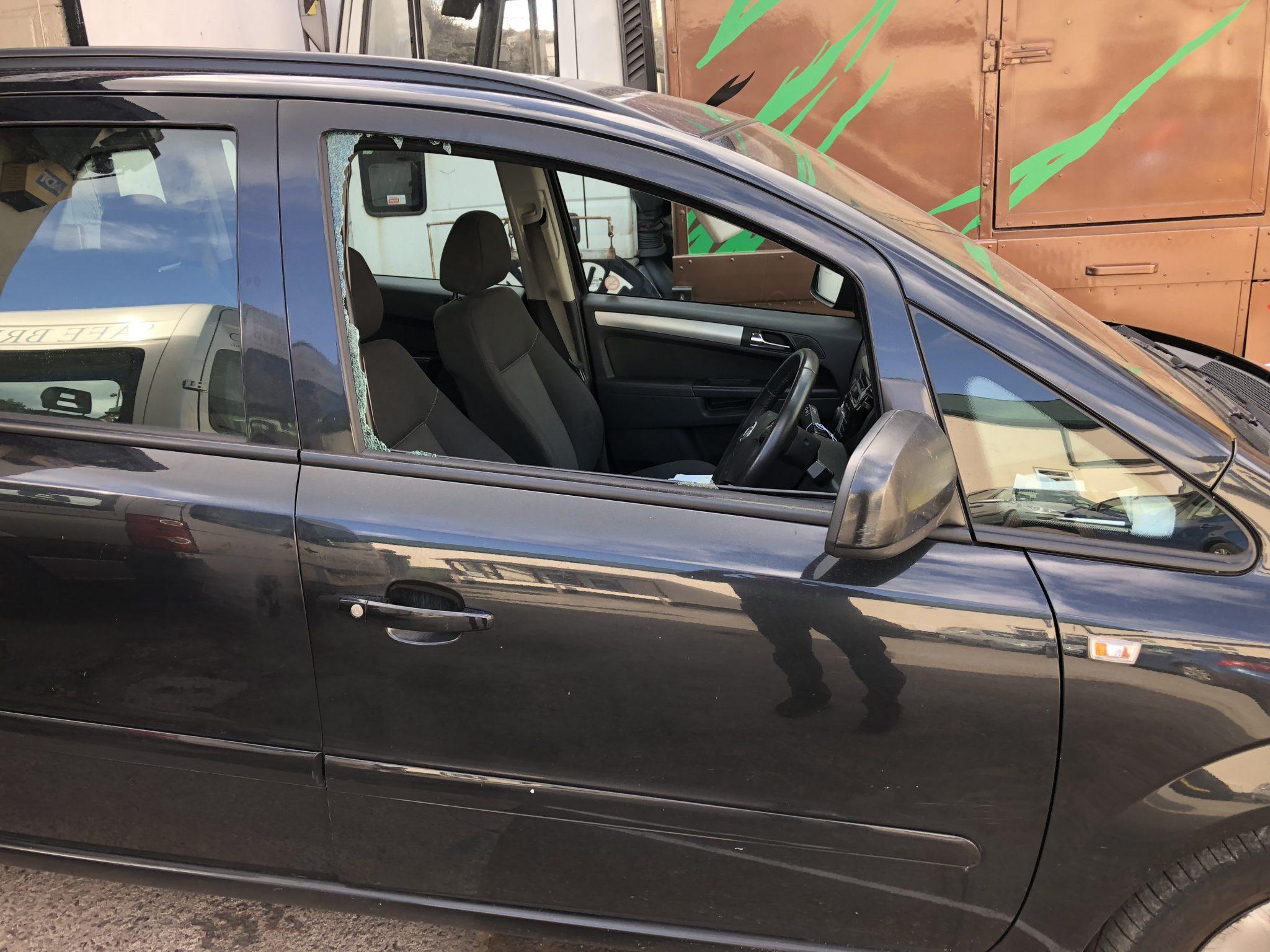 Vauxhall Zafira Smashed Door Glass