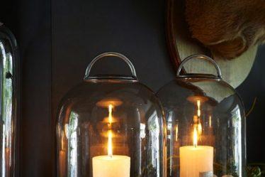Glazen stolp met kaars