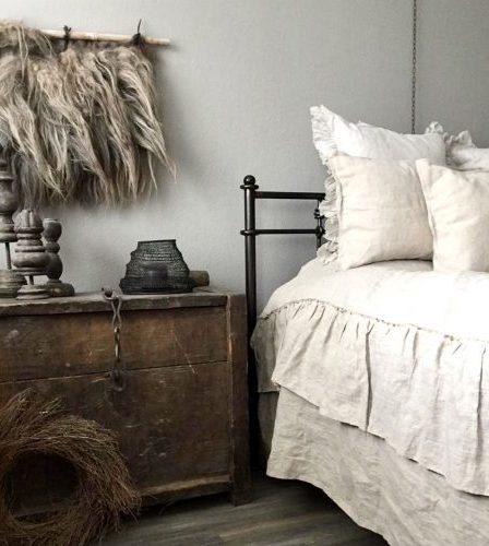 Slaapkamer landelijk sober bedrok ijzeren bed