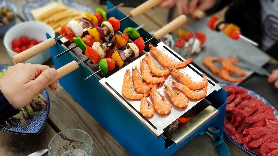 Barbecue transportable et écoresponsable - brochettes et plancha