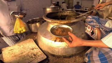 This 60 Years Old Place Has Been Serving The Best 'Nihari' In Town!