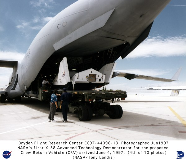X-38 EC97-44096-13: X-38 Arrival at NASA Dryden on June 4 ...